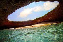 Spiagge più Belle del Mondo / In questa Categoria possiamo trovare le spiagge più belle del mondo, spiagge dorate acque cristalline ed incontaminate,luoghi paradisiaci con spiagge di conchiglie e sabbie di tutti i colori,