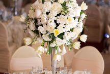 Decoratiuni botez / Aranjamente florale nunta pe sfenice  decor nunta sfesnice nunta sfenice botez huse scaune mulate fata de masa cu trandafiri Bujoreni Valcea  IssaEvents