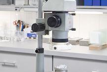 Laboratorium Astex Puczyńscy. / W albumie tym prezentujemy Państwu zdjęcia naszego laboratorium, gdzie przeprowadzamy badania przed, po i w trakcie procesu produkcyjnego farb, klejów, tynków i systemów ociepleń Astex.