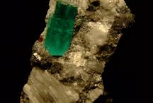 Emerald Kingdom / BEST FOUND IN THE EXOTIC LAND OF COLOMBIA  Mineral beryl (Be3Al2(SiO3)6)  Coloured green by trace amounts of chromium and sometimes vanadium. Beryl has a hardness of 7.5–8 on the Mohs scale.