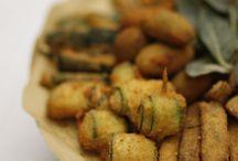 La nostra cucina marchigiana / Ingredienti freschi e naturali, coltivati nel podere di famiglia,una cantina scavata nelle fondamenta della villa. Una vacanza a Villa Cicchi è una vacanza anche per il palato