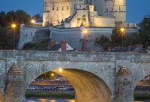 Chateaux, castles, palaces