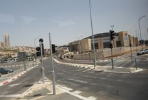 """Bethlehem - Belem - Cisjordania /  """"Casa do Pão""""; em hebraico: בית לחם;  em latim: Bethlehem) é uma cidade palestina localizada na parte central da Cisjordânia, com uma população de cerca de 30 000 pessoas. É a capital da província de Belém, no Estado da Palestina, e um centro de cultura e turismo no país.2 3 Localiza-se a cerca de 10 quilômetros ao sul de Jerusalém, a uma altitude de 765 metros acima do nível do mar. Belém é, para a maior parte dos cristãos, o local onde nasceu Jesus de Nazaré."""
