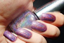 Nails-Holo / by Mm Kay