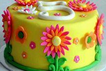 Girls birthday cake ideas / Selection of cake decorating ideas for girls