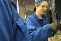 Autoala / Opiskele auto-alan ammattilaiseksi Ekamissa! Voit opiskella ajoneuvoasentajaksi Kotekolla ja Haminassa tai autonkorinkorjaajaksi Kotekolla.