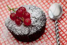 """Recettes Desserts : Gateaux, Biscuits et Brioches / """"Gardez le sourire avec notre sélection de recettes de desserts. Les essayer, c'est les adopter !""""  """"Toutes les excuses sont bonnes pour cuisiner des desserts. Après tout, un repas sans dessert c'est comme une journée sans soleil !""""  A partager en toute gourmandise !"""