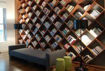 knihovny regály