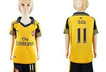 Billige Mesut Ozil trøje Børn / Billige Mesut Ozil trøje Børn på online butik. Mesut Ozil hjemmebanetrøje/udebanetrøje/målmandstrøje/trøje langærmet tilbud  med eget navn.