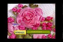 fiori di stoffa su tessuto