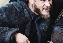 Ragnar (Travis Fimmel) and Jax
