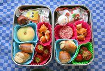 Lunchbox / Was kommt in die Brotdosen meiner Kids? Und in meine? Inspirationen für gesunde Snacks hier: