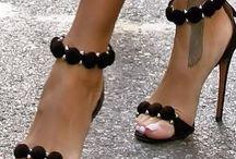 Kręcą mnie te buty / Buty, które odkrywają Twoje pragnienia...