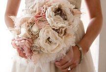 Mariage Vintage / Vous rêvez d'un mariage aux douceurs d'Antan : des chandeliers, des perles , de la dentelle, des couleurs chatoyantes pour une réception chatoyante et contemporaine.