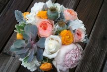 Wedding: Peach Perfection / Succulents and garden roses