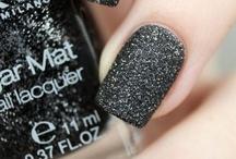 M'Up √ & Nails