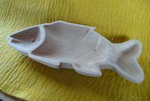 wooden bowls I / lidová a umělecká tvorba misek s motivem postavy nebo zvířete