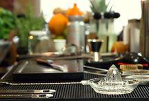Schweppes || Mix it Up- die Schweppes Cocktailschule / Hier erfahrt ihr in den kommenden Folgen alles über Drinks, Cocktails, Spirituosen, mixen, shaken, Gläser und alles was ihr sonst noch über das Thema Mixen wissen solltet. Seid gespannt.