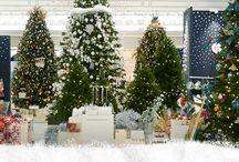 Il Neige Rive Gauche ! / Il neige à La Grande Épicerie de Paris. Un merveilleux avant-goût de Noël flotte dans les airs. Découvrez des produits d'exception pour concevoir les plus belles tables de fêtes, ou offrir des cadeaux à croquer ou à boire !