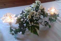 PartyLite Kvartetti ja Hopeaköynnös / Ideakuvia erilaisista somistusvaihtoehdoista Kvartettiin ja Hopeaköynnökseen. Muista suojata kynttilänpidikkeet hyvin, jos käytät eläviä kukkia ja oasissientä, ne voivat syöpyä.