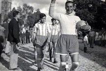Judíos en el deporte antes del Holocausto / En la vida judía antes del Holocausto florecieron la creatividad y la cultura, la religión y la tradición, la vida social y la política. Esta exhibición otorga una expresión visual a una de las diversas facetas de la cultura judía - la de los judíos en el deporte.