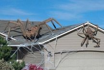 Halloween Roof Decorations / Ways to include your roof as a part of your decorations for the spooky holiday!