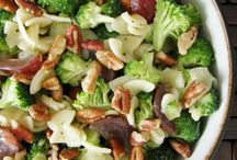 Ensalada de pasta brócoli uvas y nueces
