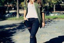 outfit con chaqueta verde