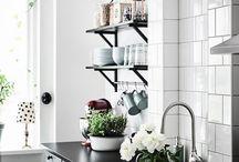 vitt kakel svart granit