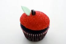 Cupcakes and Pops / by Sherry Rudegeair Morales