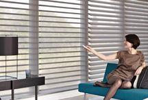 Silhouette® Shades / Sfeervol door zacht gefilterd licht | Met de ingenieuze constructie van zachtjes draaiende stoffen lamellen die tussen twee lagen doorzichtige stof hangen krijgt uw woning een subtiele luchtigheid. Zo kunt u de sfeer eindeloos variëren door de lamellen zodanig te draaien dat u meer of minder licht door uw kamer laat gaan.