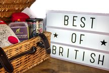 Gourmet Pet Hampers / A selection of gourmet hampers for pets, including artisanal treats, toys and gifts.