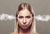 Al femminile / Consigli per le diverse fasi della vita di una donna e per i principali disturbi del mondo femminile.