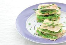 A tavola con i Piselli / Ricette dai colori allegri e caratterizzate dai sapori di primavera: con i piselli potete preparare originali primi e secondi piatti, nei quali si sposano magnificamente con gli ortaggi di stagione