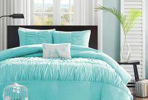 guest bedroom / by Lindsay Morabe