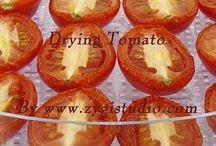 Drying Food Video Clips / Time-lapse video clips of drying food (vegetables, fruits and herbs)