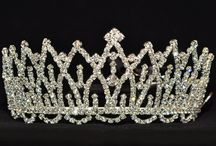 Silver tiaras / Okay, the title is a lie. I try to pin only silver tiaras here but don't be suprised if you'd find a tiny bit of gold. Some of those crowns are just too beautiful to not pin them and share with you.