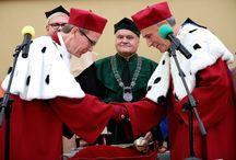 Inauguracja roku akademickiego 2016/2017 / Pierwsza inauguracja roku akademickiego miała miejsce 12 października 1926 roku. Nowy rok akademicki na Uniwersytecie Ekonomicznym w Poznaniu został zainaugurowany dokładnie 90 lat później, wieńcząc tym samym obchody Jubileuszu 90-lecia naszej Uczelni.