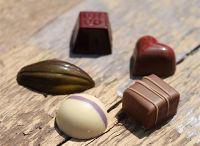 Chokoelade assortiment / Mooie gepersonaliseerde verpakkingen op maat, gevuld met de allerbeste chocolade van Belgische bodem.