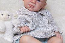Sofia - Kit Trey / A Sofia foi criada a partir do kit Trey, da escultora Michelle Fagan. É uma linda bebé carequinha de olhos azuis. ❤️