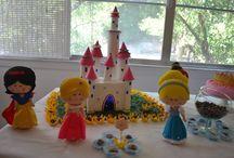 Princesas! / Princesas Disney feitas em feltro, moldes by Andreia Fernandes, adaptações e produção by Cot's Feltro!