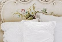 Vintage Beds / This board covers a selection of vintage beds and bedroom furniture.