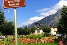 Chamonix / Chamonix-Mont-Blanc è un comune francese di 9.378 abitanti situato nel dipartimento dell'Alta Savoia della regione del Rodano-Alpi. È una grande stazione sciistica conosciuta in tutto il mondo.