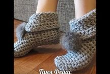 Háčkované ponožky, bačkory...