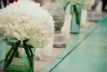 Flowers in jam jars / Inspiration for the flowers on the tables at the wedding