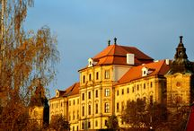 klášter / Klášter Chotěšov je bývalý klášter premonstrátek v Chotěšově v okrese Plzeň-jih, který byl ve 13. století založen na vyvýšeném místě nad řekou Radbuzou. Ženský klášter byl založen mezi lety 1202–1210 blahoslaveným Hroznatou na žádost jeho sestry  V roce 1950 připadl klášter armádě, která jej užívala až do roku 1973. V té době došlo k naprosté devastaci celého areálu kláštera.