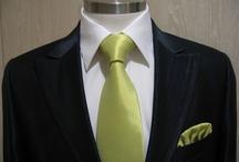 como hacer medio nudo windsor o nudo de corbata sencillo facilmente paso a paso / El medio nudo windsor o nudo de corbata sencillo es uno de los nudos de corbata mas utilizados por su facilidad, asi como por quedar bien con una amplia variedad de cuellos de camisa. mas nudos de corbata, noticias, vestidos de novia, fiesta, madrina, novio y complementos en nuestro canal www.youtube.com/... ¡¡¡ GRACIAS POR TU INTERES EN GIANCARLO NOVIAS PARLA-MADRID !!! www.vestidosnoviaparla.es