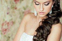 Acconciature sposa / Indecise per la pettinatura da scegliere per le nozze? Ecco foto e idee delle più belle acconciature sposa.