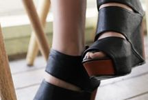 shoes/sandals / by Chiqui Luzarraga