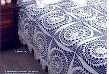 Пледы, покрывала и подушки